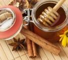 Обертывание с медом и корицей — борьба с подкожным жиром